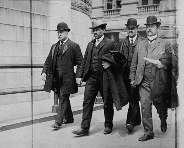 Petrosino (left) escorting a mafia hit man